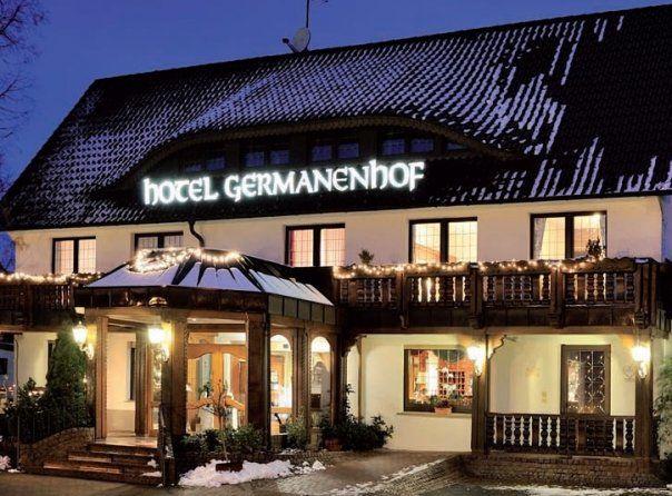 Beispiel: Hotel und Restaurant bei Nacht: Foto: Germanenhof.