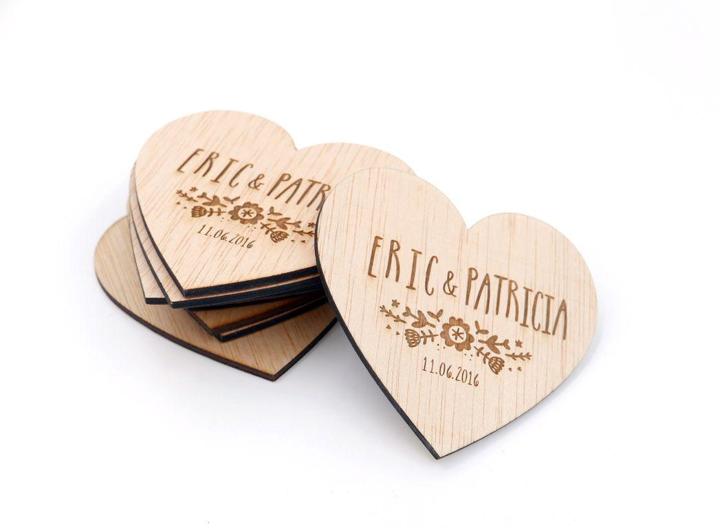 Imanes de nevera en forma de corazón,  personalizados con vuestros nombres y fecha.