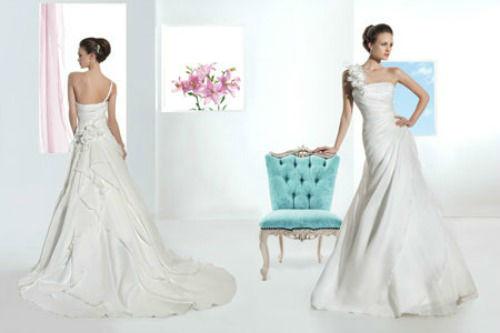 Beispiel: Brautkleid mit einem Träger, Foto: Brautmode Milojka.