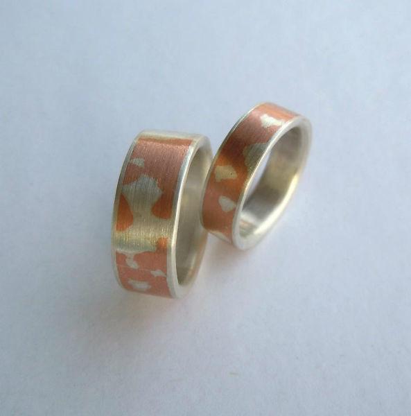 Beispiel: Mokume-Gane Ringe aus Silber und Kupfer, Foto: Trauringkurse-Darmstadt.de