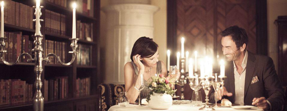 Beispiel: Essen bei Kerzenschein, Foto: Romantik Hotel Schloss Mondsee.