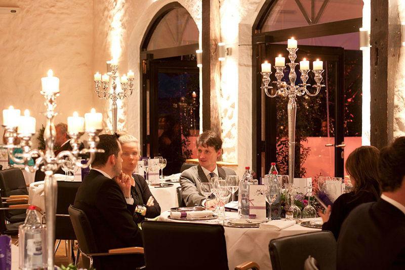Beispiel: Hochzeitsgesellschaft, Foto: Schloss Grünewald.