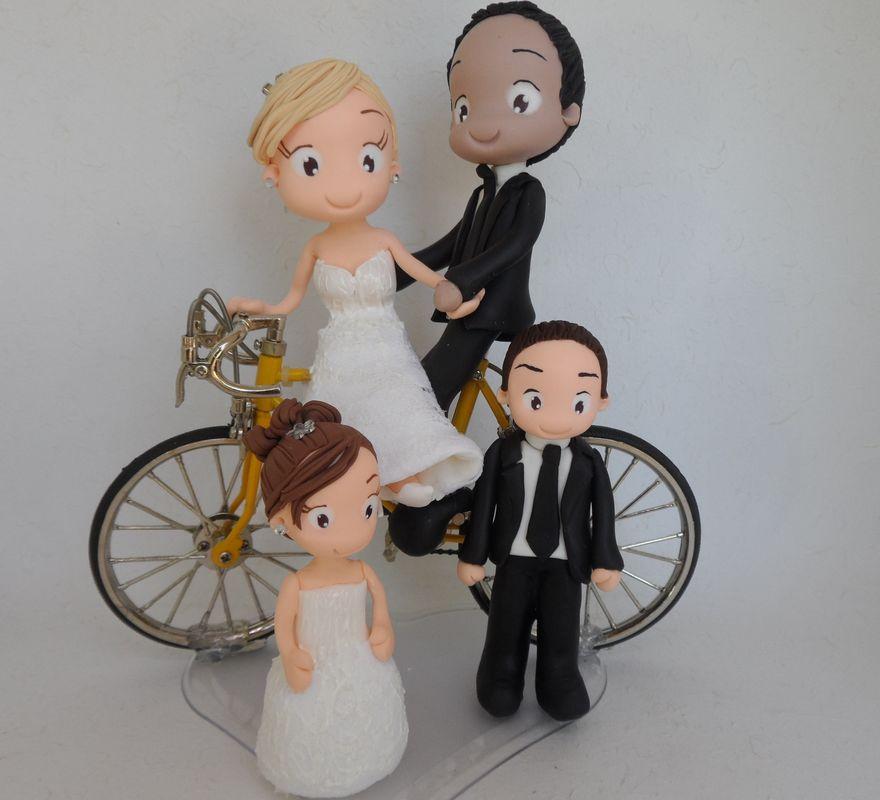 Noivinho de Biscuit Personalizado, que tal uma bicicleta??? E se ainda tiver os filhos do casal!!