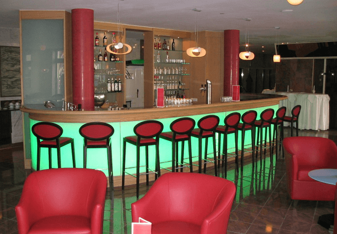 Beispiel: Bar, Foto: Schlossberg-Hotel Homburg Saar.