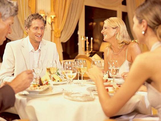 Beispiel: Kulinarischer Genuss im Kurhaus-Restaurant, Foto: Travel Charme Kurhaus Binz.