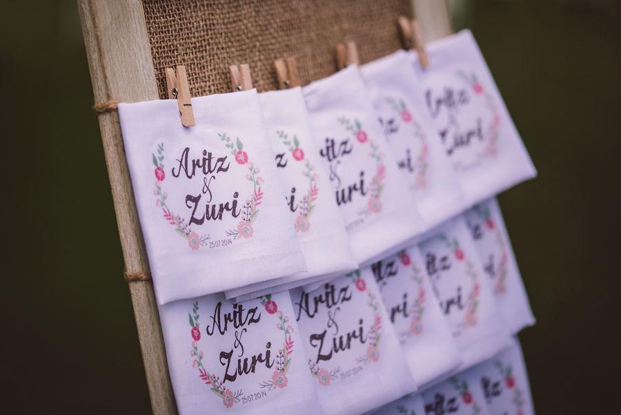Z+A boda inspirada en la ruta 66 Rincones de la boda : pañuelos para lágrimas de alegría