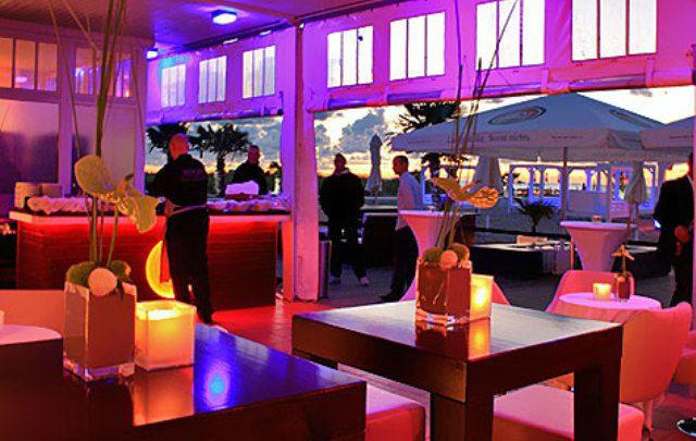 Beispiel: Strandbar am Abend, Foto: Teepott-Restaurant.