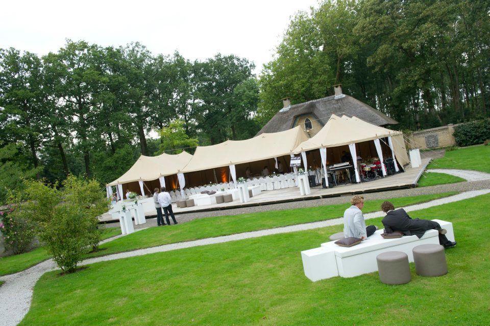 Tenten en paviljoens in alle wenselijke stijlen in de ommuurde tuinen van Kasteel Keukenhof