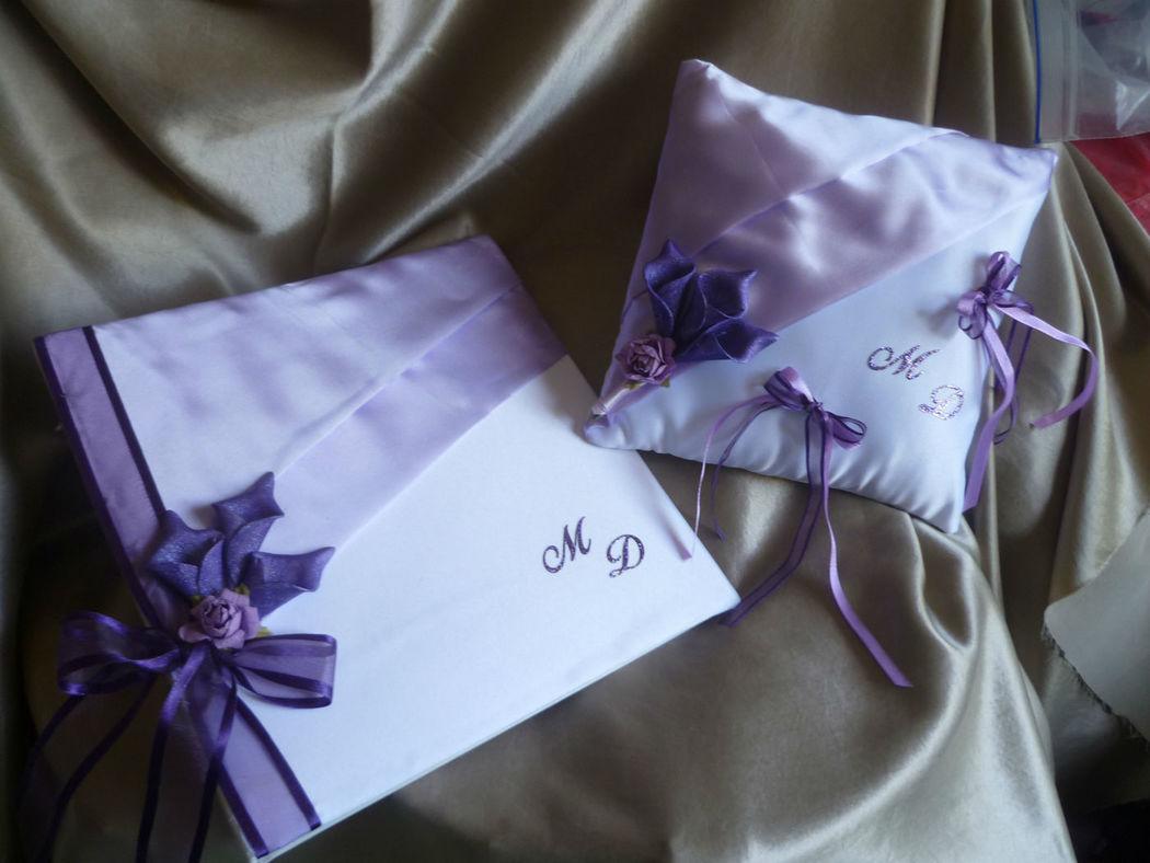 Livre d'or et coussin thème ORCHIDEES violet, satin parme et blanc