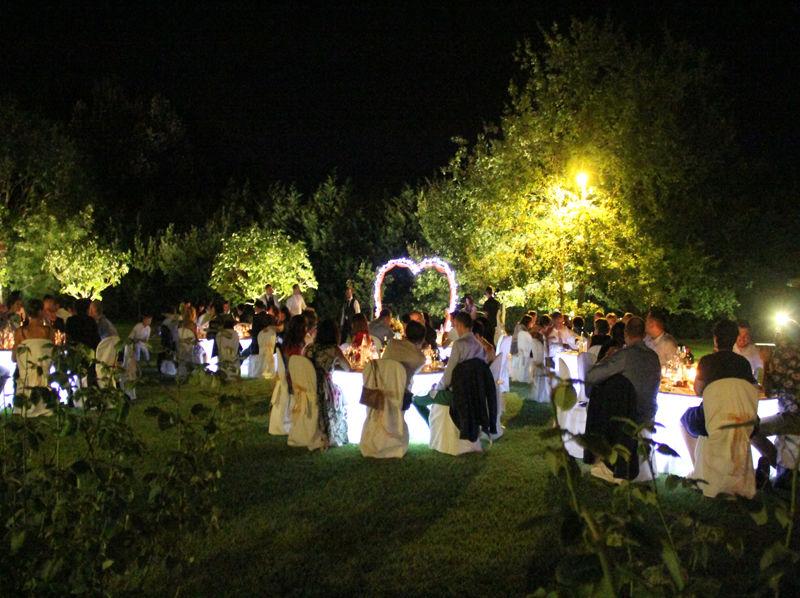 cena nel parco con tavoli luminosi - Villa Rosa