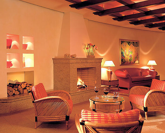 Beispiel: Kaminecke, Foto: Travel Charme Strandhotel Bansin.