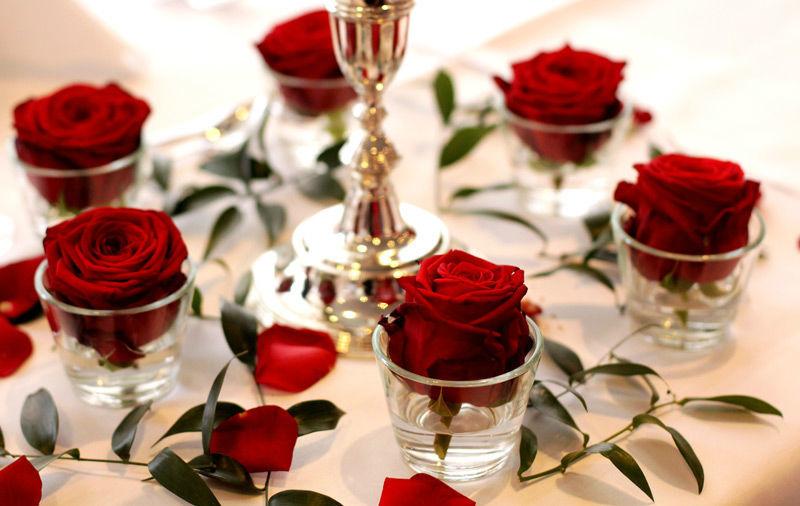 Beispiel: Dekoration für den Hochzeitstisch, Foto: Wilheine Blumenbindekunst.