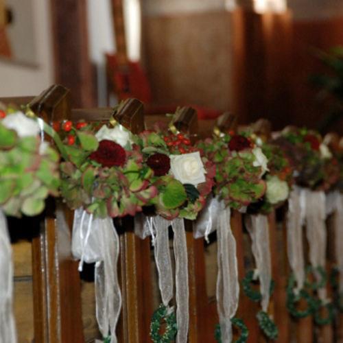 Beispiel: Kirchendekoration, Foto: Blumen Beilner.