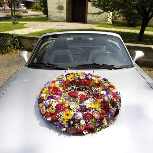 Beispiel: Florale Autodekoration, Foto: Blumen Becht.