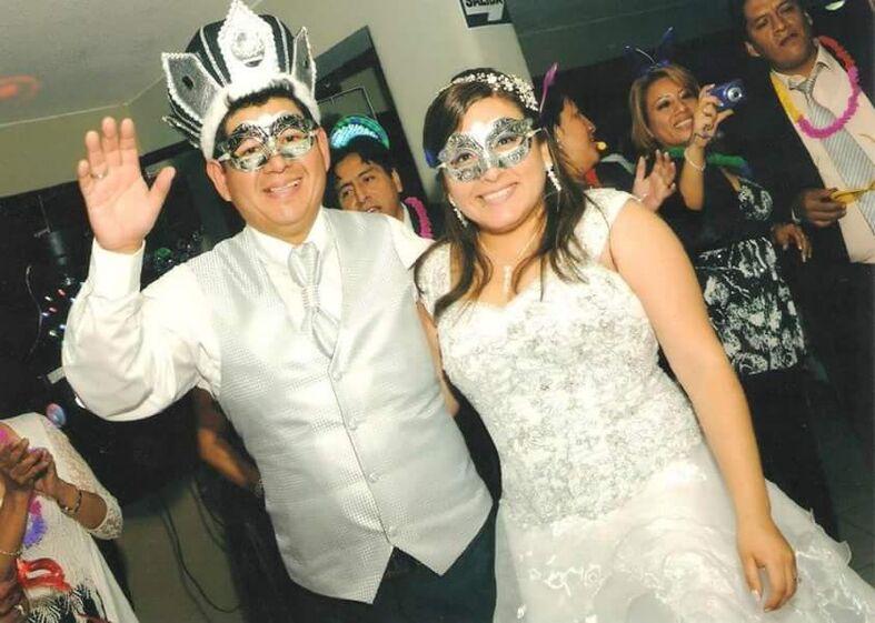 En la boda de mis novios Melvi y Juan. Iglesia: #sanfranciscodeborja Locacion y Catering: #centrodeconvencionesjavierprado
