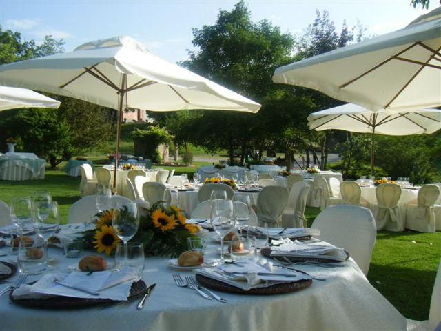 Allestimento tavoli - Cascina Casareggio