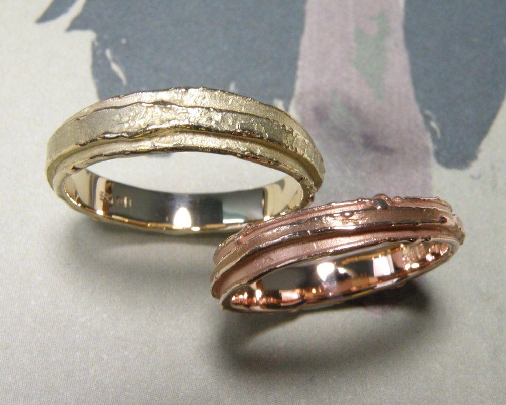 * geelgouden ring met dubbele wasstructuur  * roodgouden ring met dubbele wasstructuur in smallere versie  * trouwringen uit het Oogst atelier
