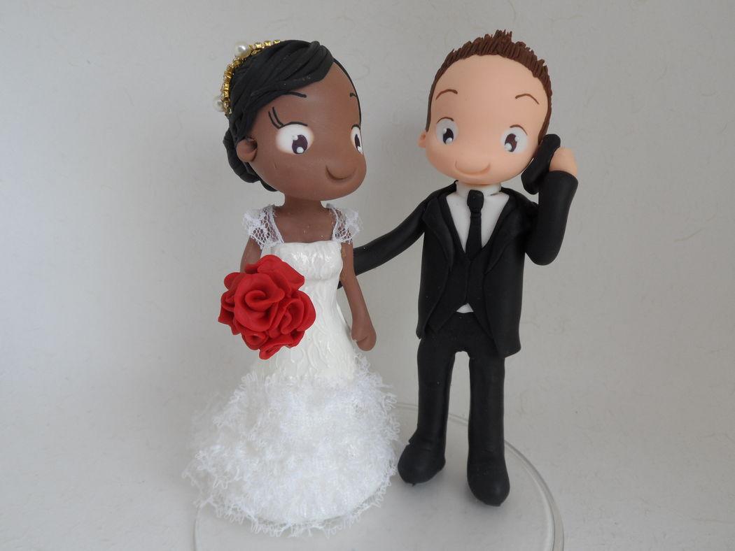 Noivinho de Biscuit Personalizado, noivo no celular, rsrs descreve bem o dia a dia de muita gente, noivinha moreninha.