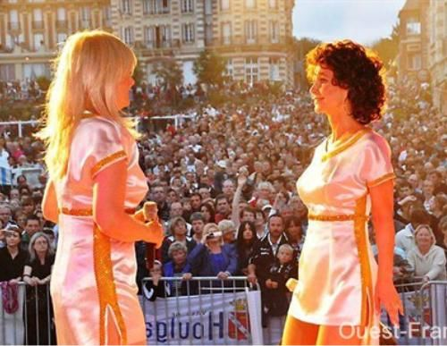 Beispiel: Auftritt, Video: Absolutely ABBA.