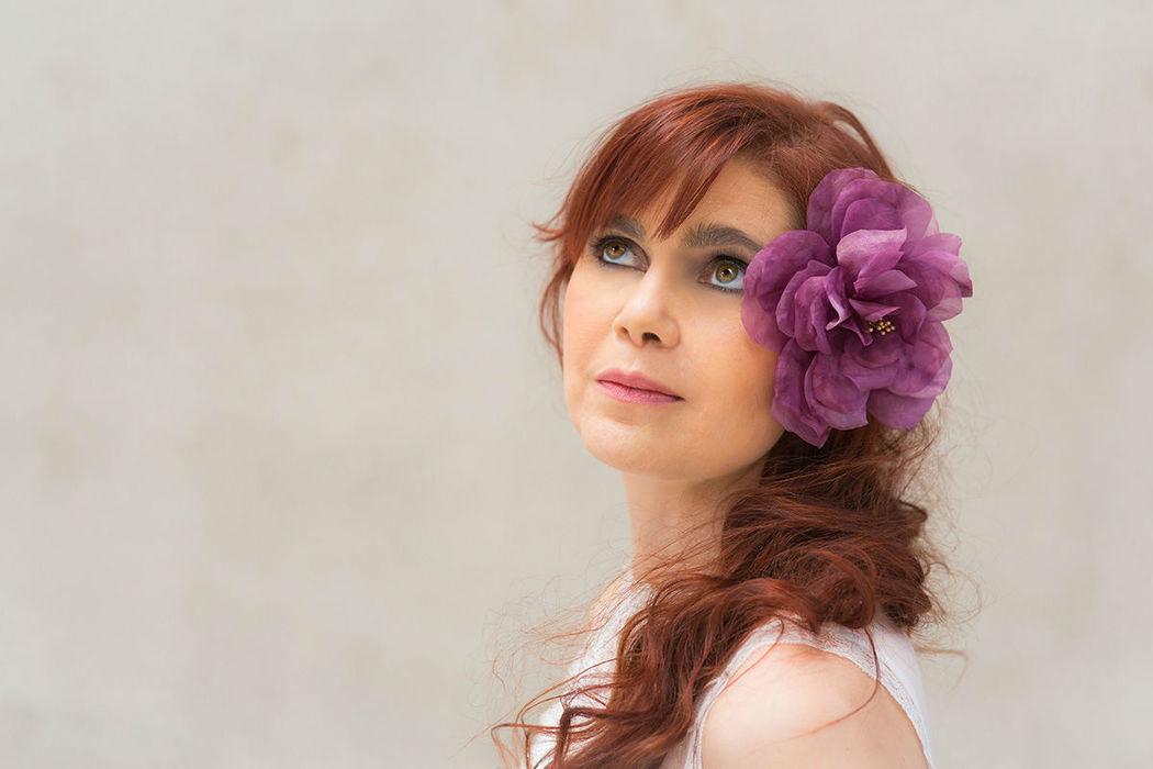 Seidenblume aus handgefärbter Seide Silk flower of handdyed silk