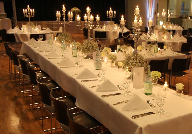 Beispiel: Bankett - Tischdekoration, Foto: Altes Rathaus Hannover.