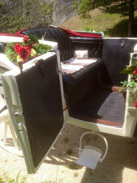 Beispiel: Kutsche mit Blumenschmuck, Foto: Kutschfahrten Weber.