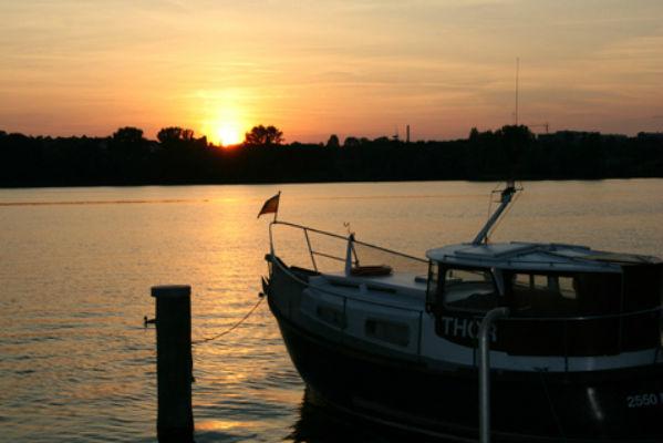 Beispiel: Umgebung - Sonnenuntergang, Foto: Hotel Speicher am Ziegelsee.
