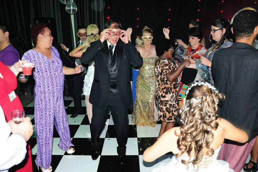 Interação com os noivos e convidados