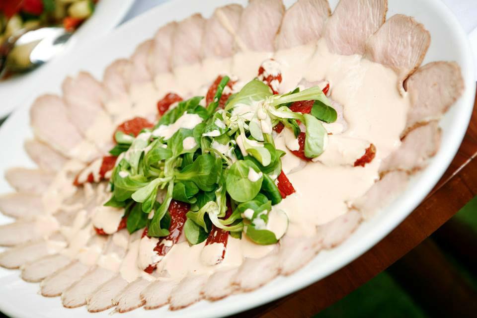 Beispiel: Warme und kalte Platten, Foto: Fest & Gast Catering.