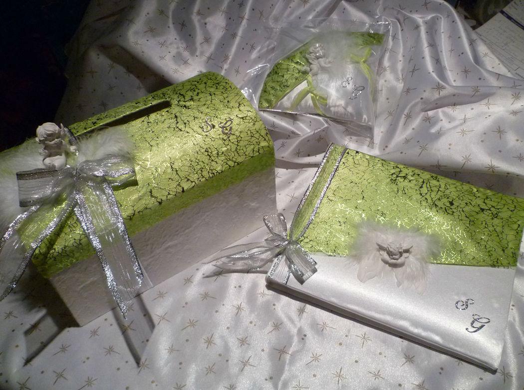 Urne, coussin et livre d'or thème ANGES, satin blanc et vert anis, tissu cristaux argent