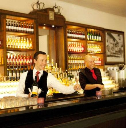Beispiel: Bar-Service, Foto: Wirtshaus in der Au.