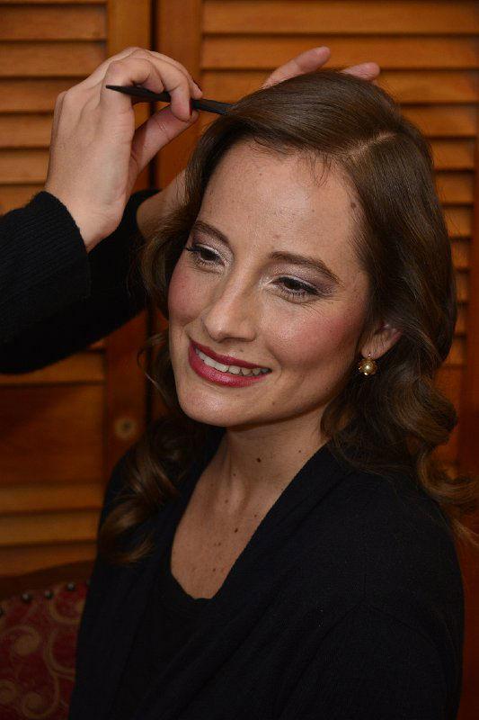 Mane peinando a nuestra bella novia. Maquillaje y Peinado por nosotras, Marion y Mane de So Beautiful Makeup