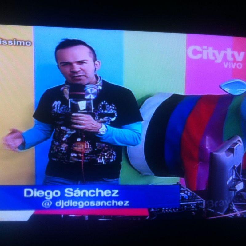 Dj Diego Sánchez, el Dj de la Tv Colombiana, aquí una imágen de su trabajo en citytv