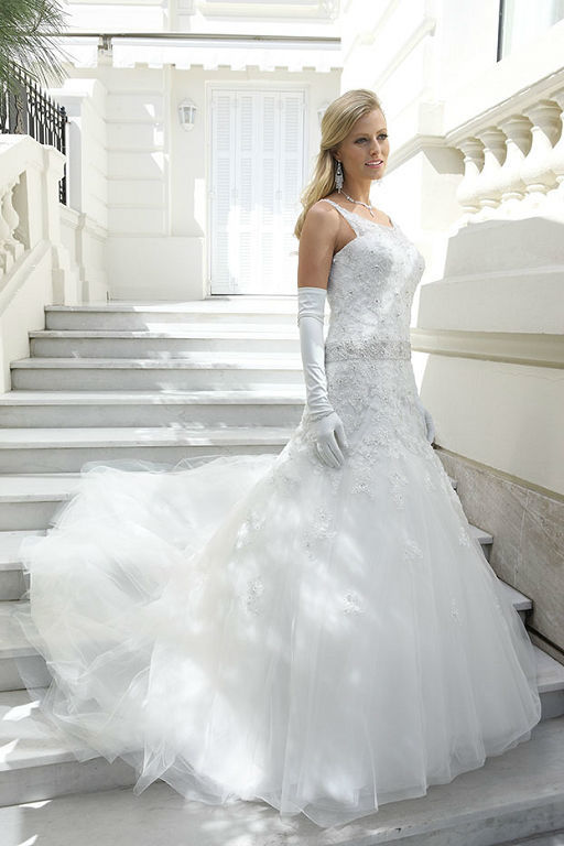 Beispiel: Brautmode, Foto: Hochzeits-Oase.
