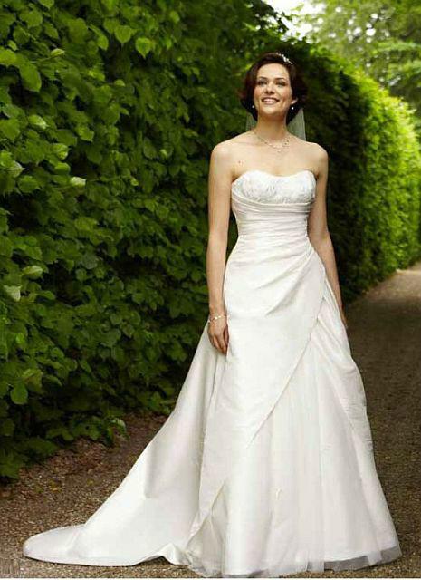 Beispiel: Brautmode, Foto: Kleiderverleih Rottenberg.