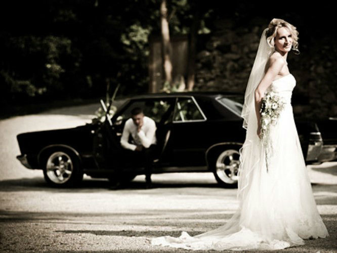 Beispiel: Das Hochzeitsauto für tolle Fotos, Foto: Oldtimervermietung.cc