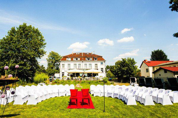 Beispiel: Trauung im Freien, Foto: Hotel Restaurant Seeterrassen Wandlitzsee.