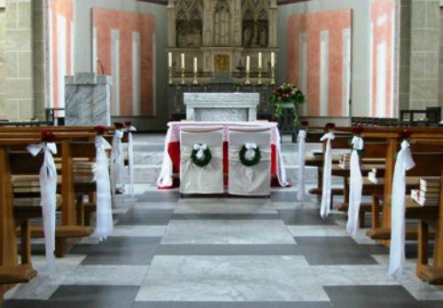 Beispiel: Kirchenschmuck, Foto: Blumen-Boutique Schmitz.