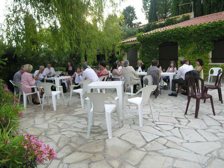 Prenez l'apéritif sur une terrasse de la Villa Quélude