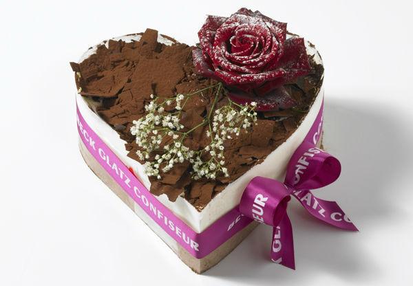 Beispiel: Schwarzwäldertorte Herz mit Rose, Foto: Mandelbärli.