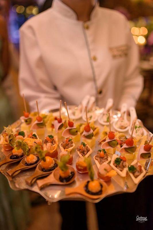 Coquetel volante finger food após a cerimonia. Foto Cadeira Amarela