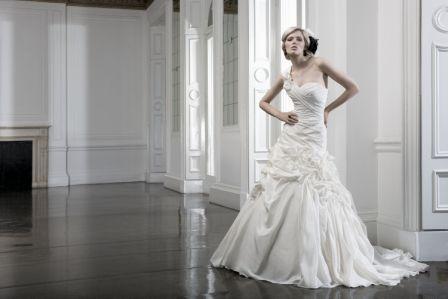 Finden Sie Ihr Traum-Brautkleid  Foto: Alexa Brautmoden