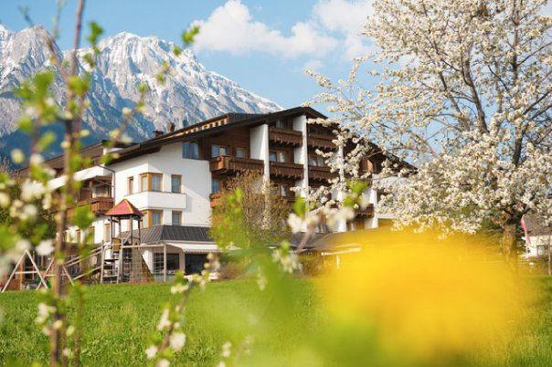 Beispiel: Außenansicht, Foto: Restaurant Landgasthof Bogner.