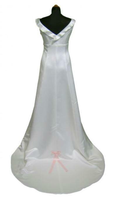 Beispiel: Wunderschönes Brautkleid, Foto: Orangejus Couture.