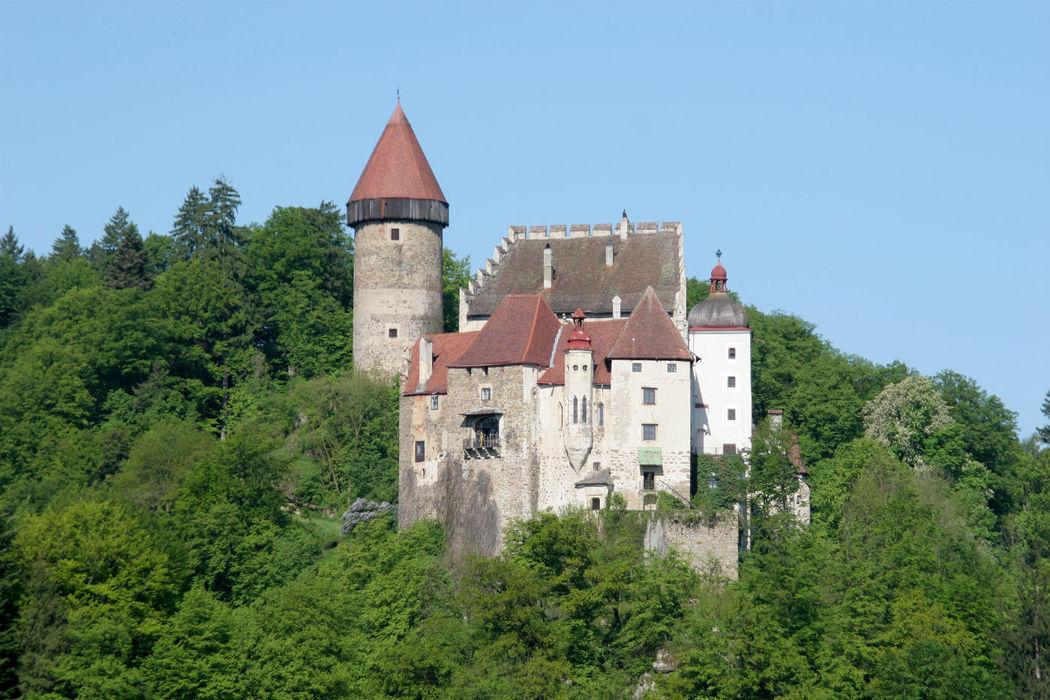 Beispiel: Burg von Osten aus gesehen, Foto: Burg Clam.
