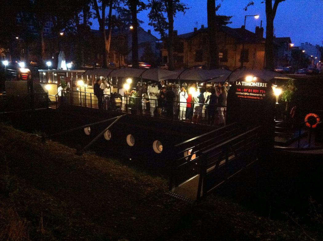 Péniche La Timonerie (grande terrasse nuit)