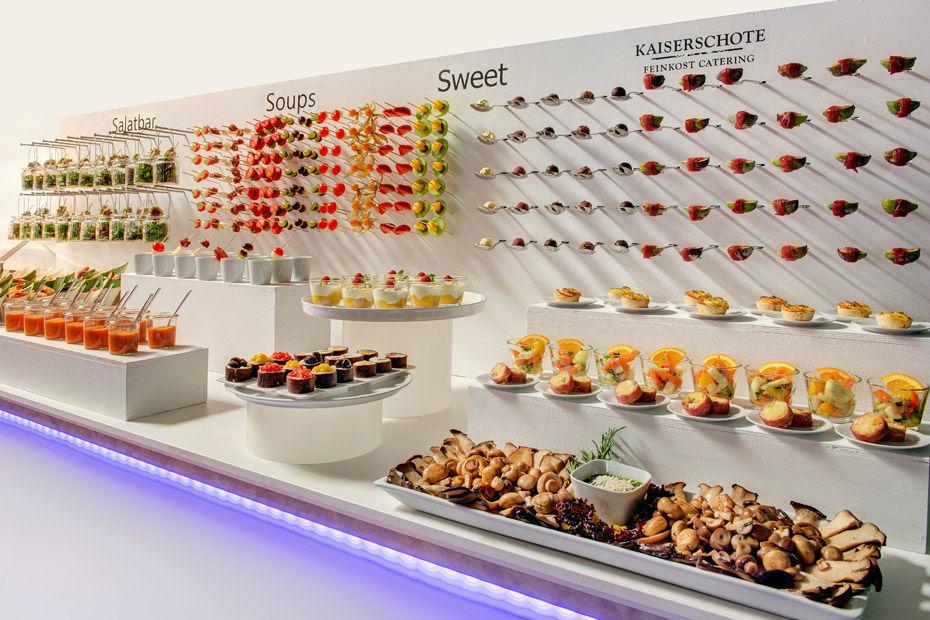 Beispiel: Großes Angebot und spektakuläre Präsentation, Foto: Kaiserschote Feinkost Catering.
