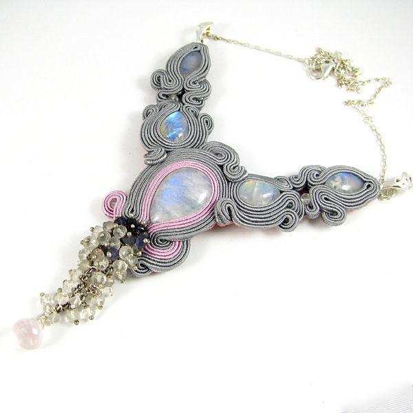 Małgorzata Sowa - PiLLow Design, Biżuteria ślubna sutasz. Kolia - kamień ksieżycowy, kwar różany, krayształ górski, srebro