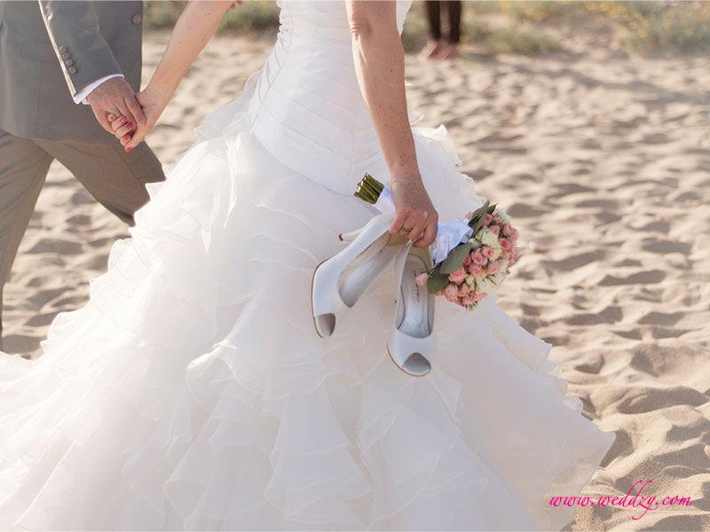 Mariés sur une plage en Espagne