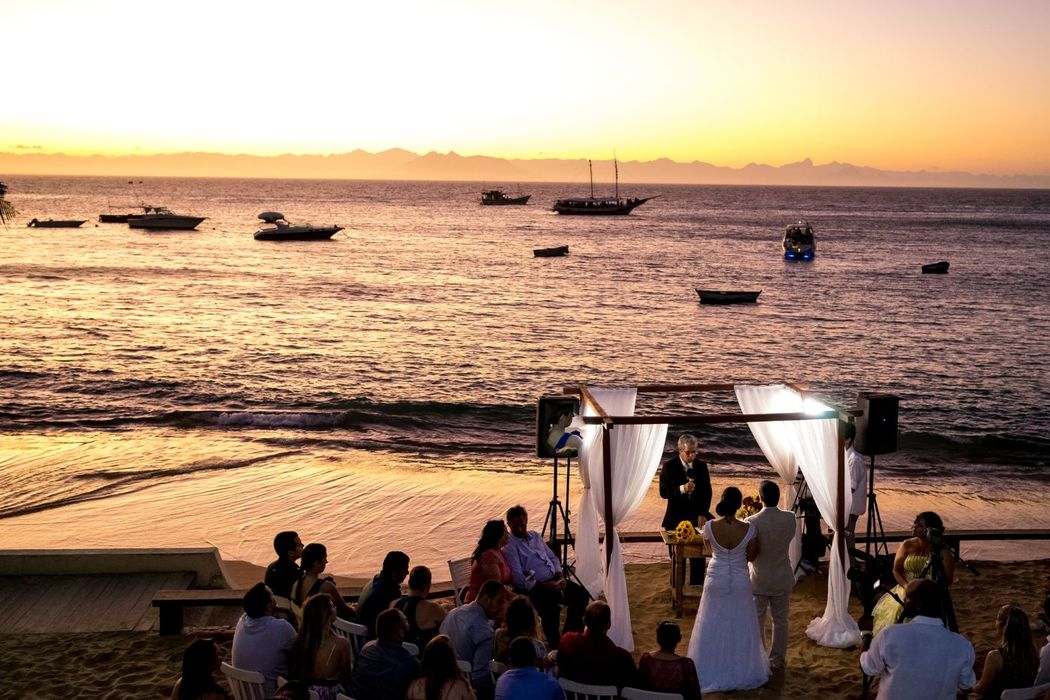 Vanessa Aune Cerimonial Casamento na Praia. Casamento em Búzios Casamento no Por do Sol